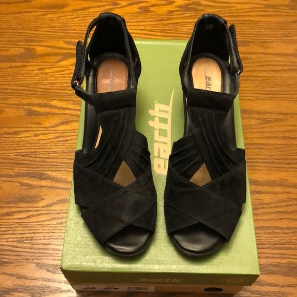 b5c031cfeda0 Earth Shoes - Earth Curvet suede peeptoe wedge sandals black 8.5